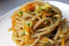 Spaghetti integrali con carote e zucchine