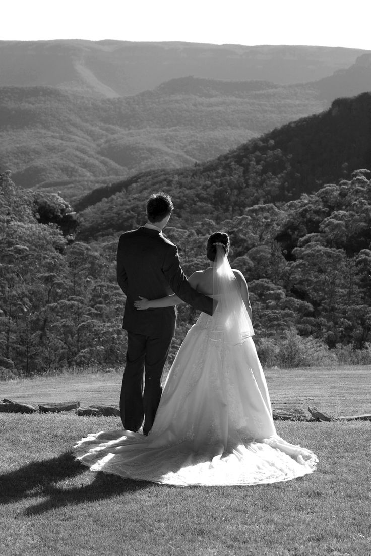 B/W couple looking towards blue mountains. Canberra photographer Eddie Misic