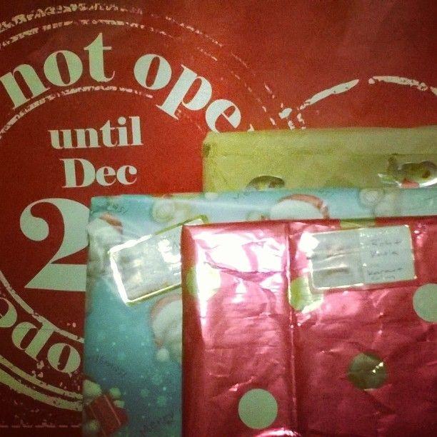 It's begun #amwrapping #reusepaper #ecofriendlywrapping #greenchristmas