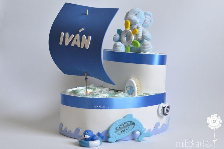Un barco de pañales cargado de útiles detalles para el bebé. Un bonito regalo…