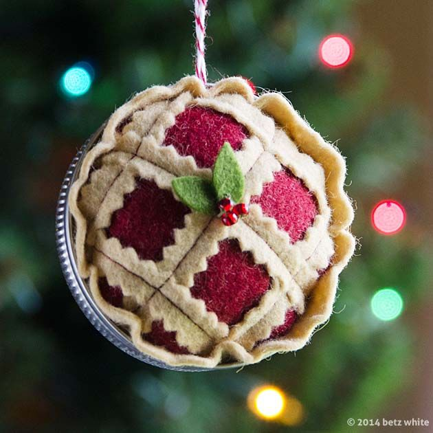 betz white | clever felt Christmas pie ornament using Mason jar as pie plate.