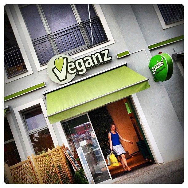 Komplett veganer Supermarkt mit Bäckerei und Café - große Produktvielfalt an veganen Lebensmitteln, Tierfutter und Kosmetik!