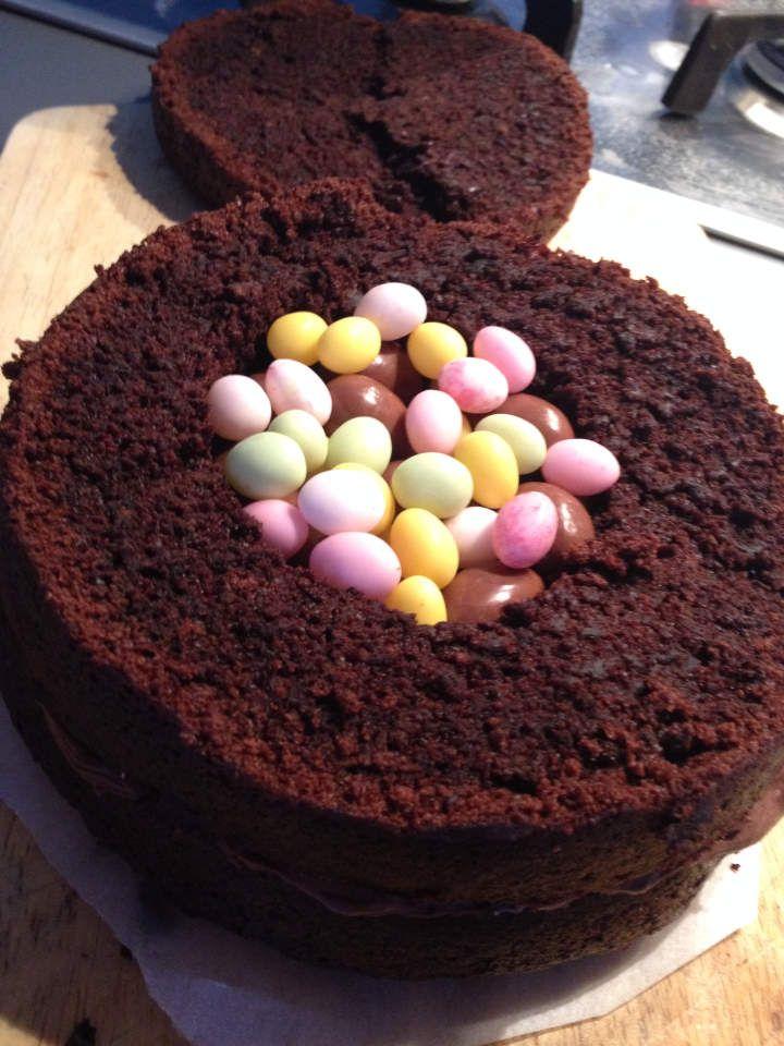 Gâteau pate a sucre de pâques, comment réaliser un gâteau pinata ou pinata cake, le gâteau surprise en cake design , recette, astuce
