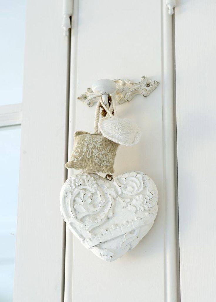 pretty in white  via Signe Clouthier