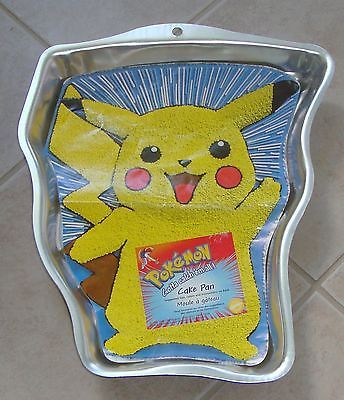 1000 Ideas About Pikachu Cake On Pinterest Pokeball
