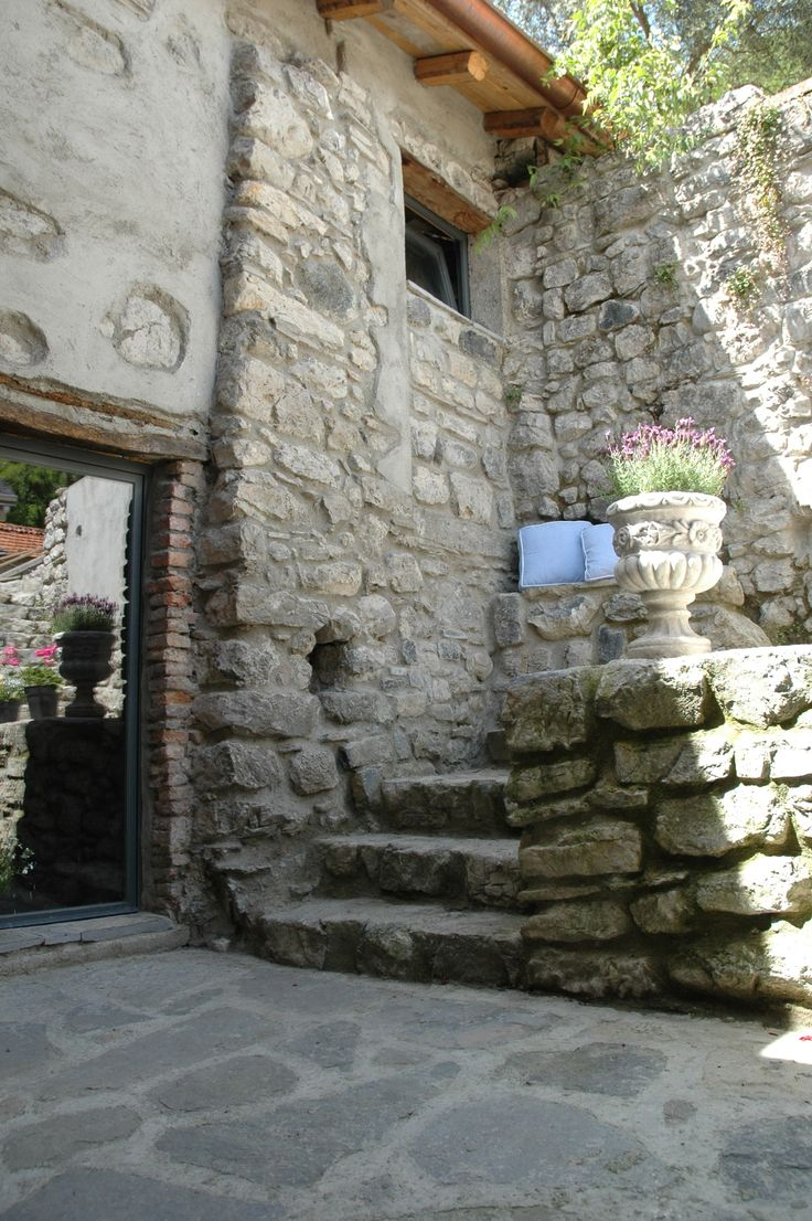 Inner courtyard at Dolce Mistero, Lake Como