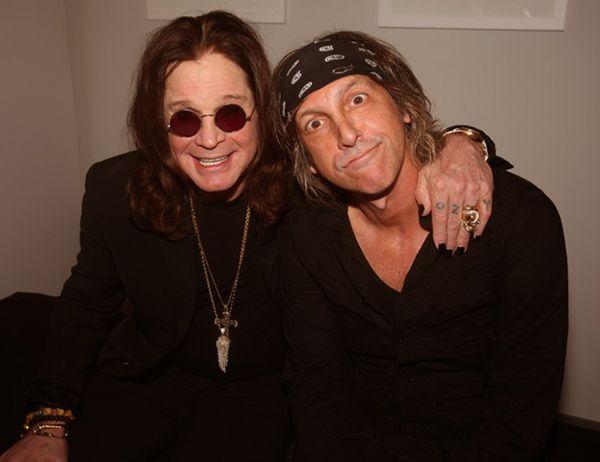 О нем Джин Симмонс (Gene Simmons), басист и вокалист легендарной группы #KISS   говорил: «Марк Вайс – #рок  звезда. Если бы у него не висела камера на шее – это была бы гитара Леса Пола» Читаем на Photodzen.com #heavymetal   #rock   #photography   #albumcoverart   #photodzen   #markweiss   #фотография