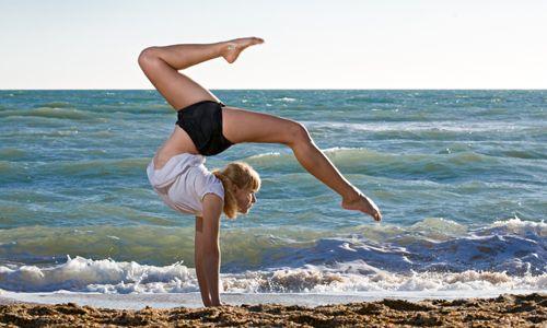 handstand scorpion...wow