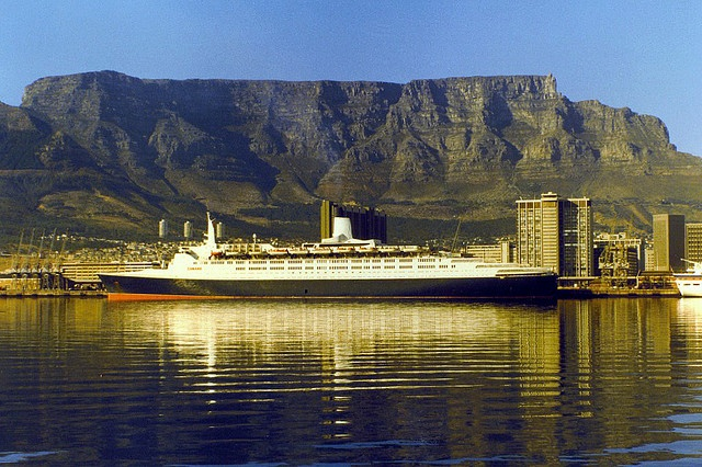 QE2 Cape Town Harbour 1982