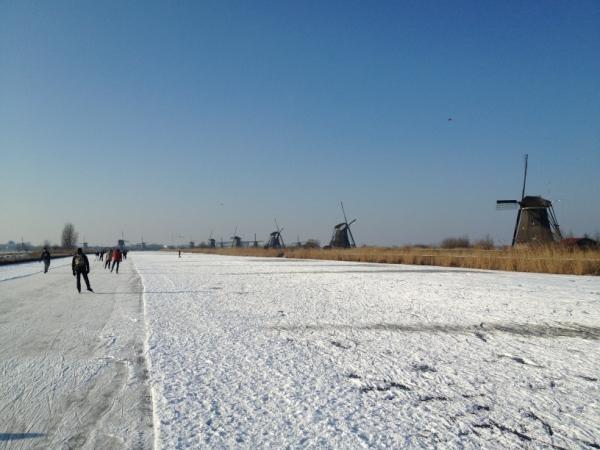 @DJHeezen 25 km geschaatst, wordt morgen een uitdaging om dit 3x te doen, blijft bijzonder de #molentocht. pic.twitter.com/6dRJ7j6T