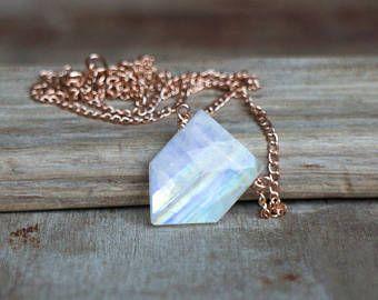 Collar de piedra de luna arco iris, joyas de piedra geométrica, junio Birthstone, collar de oro rosa, Moonstone llamativas joyas, Pentágono