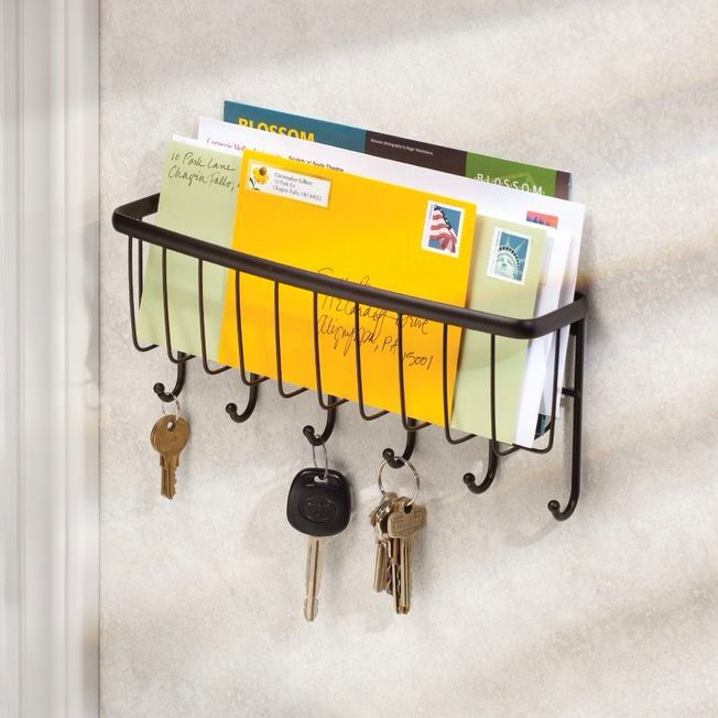Features: -Axis collection. -Bronze color. -Perfect for keeping keys and mail organized. -6 Hooks. -Wall mounting hardware included. -Made of durable steel. --