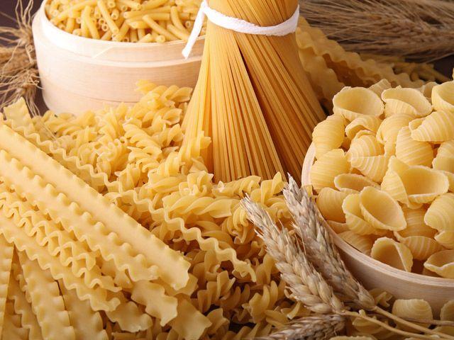 """HAI MAI PROVATO LA PASTA CON IL POLLO? - """"Maccarone, m'hai provocato e io ti distruggo adesso, maccarone! Io me te magno! """". Ti ricordi la divertente scena di Alberto Sordi del film """"Un americano a Roma""""?  Sono passati quasi 60 anni, ma la pasta è ancora il piatto più amato dagli italiani. Se poi è accompagnata da ingredienti delicati come il pollo o le salsicce di tacchino, il palato non può che ringraziare."""