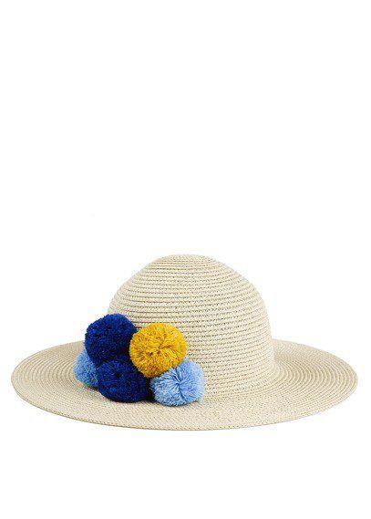 Chapeau d'été à pompons au Printemps Paris