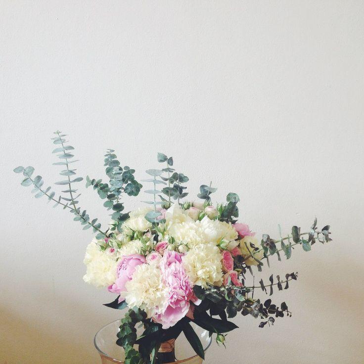 Big bouquet of peonies, shrub roses, carnations and ekvaliptom // Большой букет с пионами, кустовыми розами, гвоздиками и эквалиптом #flowerbouquet #flowersforhome #lovepeonies #coolflowers_cz #pragueflowersdelivery #kvetinypraha #dovozkvetin #vazanikytic