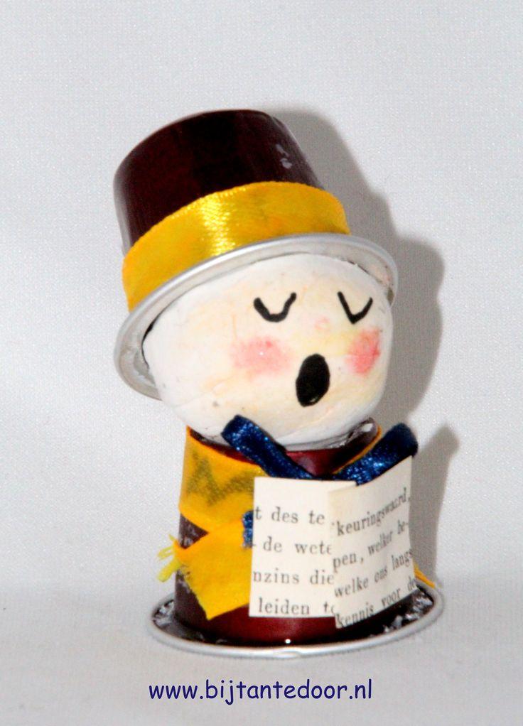 Poppetje gemaakt van Nespresso Cups.  zie voor meer leuke ideeën www.bijtantedoor.nl