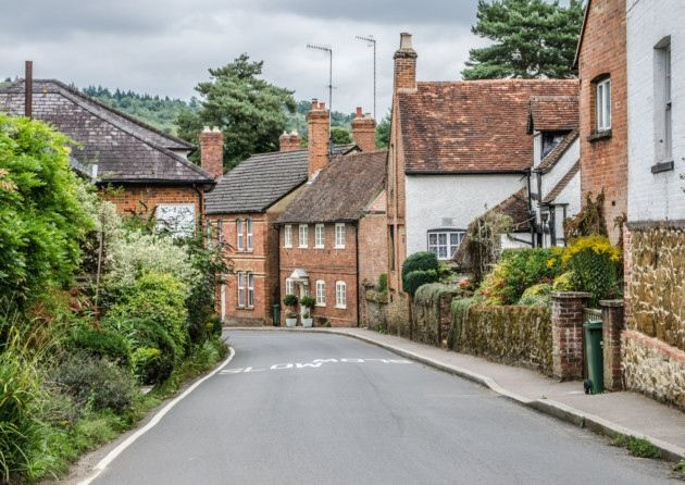 Surrey villages are some of the most beautiful in Britain – think red-bricked cottages, cosy pubs, village greens and picture-worthy streets. We picked 14 of the prettiest Surrey villages to live.