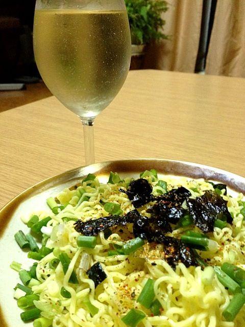 ダシは松茸のお吸い物で取りました。 - 4件のもぐもぐ - 冷やし中華の麺で韓国海苔と七味の和風パスタ by BLUEMAGIC1981