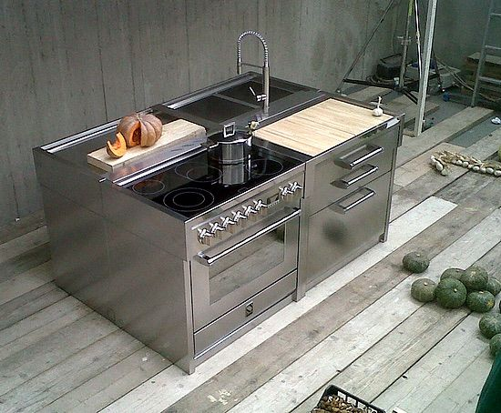 Italiaans fornuis Genesi van Steel met bijpassende keukenmodules #keuken #fornuis #italiandesign #steel #inductie