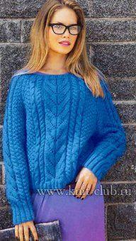 Синий вязаный свитер спицами
