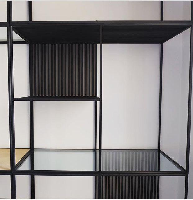 • Libreria intetamente realizzata a mano, in ferro laccato, con ripiani in cristallo e legno di rovere • misure: 300 x 360 x 53 cm / pregettazione e realizzazione di arredi su misura www.grezzointeriors.it