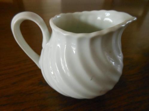 melkkannetje form Marienbad ingres weiss ongeveer 7 cm hoog