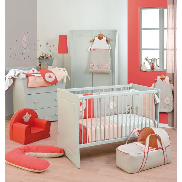 D coration chambre b b corail enfants pinterest for Photo decoration chambre bebe fille
