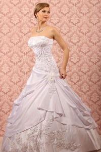 Egyedi esküvői ruhák készítése, bérlése