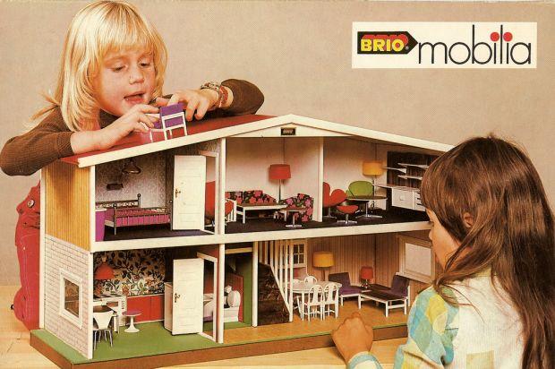 Retro dolls house
