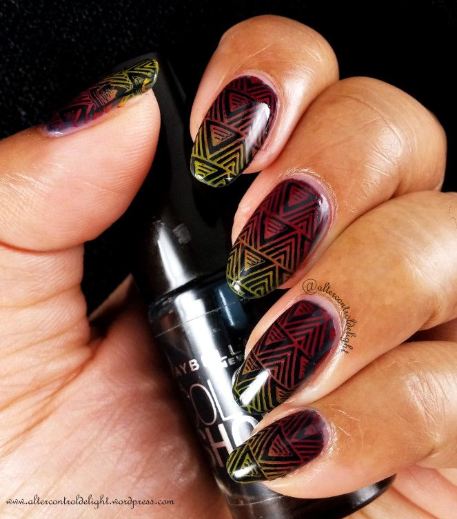 31DC2017Weekly Geometric stamped with Bundle Monster Pharaoh-est Of Them All #31dc2017weekly #nail #nailart  #nailstamping #bundlemonster #aroundtheworld #gradientstamping #gradient #geometric #triangles #pharaohestofthemall