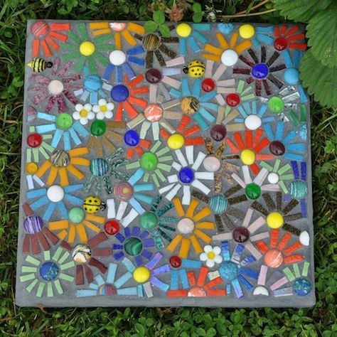 25 best ideas about mosaic stepping stones on pinterest for Garden mosaic designs