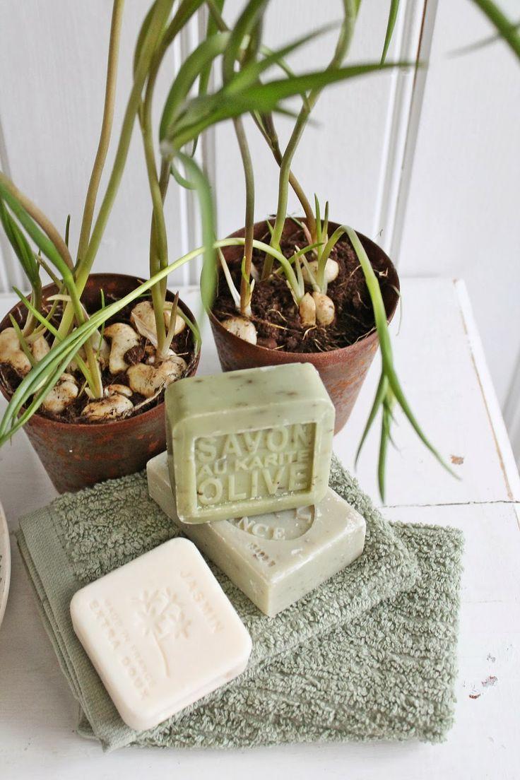"""Små rustikke potter også fra favoritt butikken min Home & Cottage. Herlige såper med deilige dufter på et """"nytt""""bad gjør susen."""