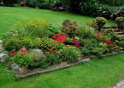 Jardines en desnivel buscar con google jardines for Jardines pequenos ingleses