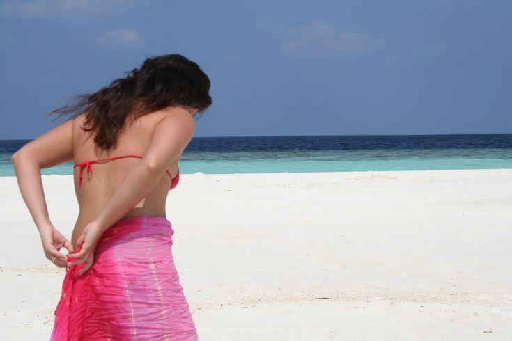 Accessoire phare de la décennie des années 90, le paréo est synonyme de plage, de soleil et de sable. Mais qu'en est-il désormais ? Le paréo a-t-il encore sa place sur la plage ? Comment le porter sans avoir l'air ridicule ? Lisez la suite de cet article pour avoir les réponses à toutes ces questions !