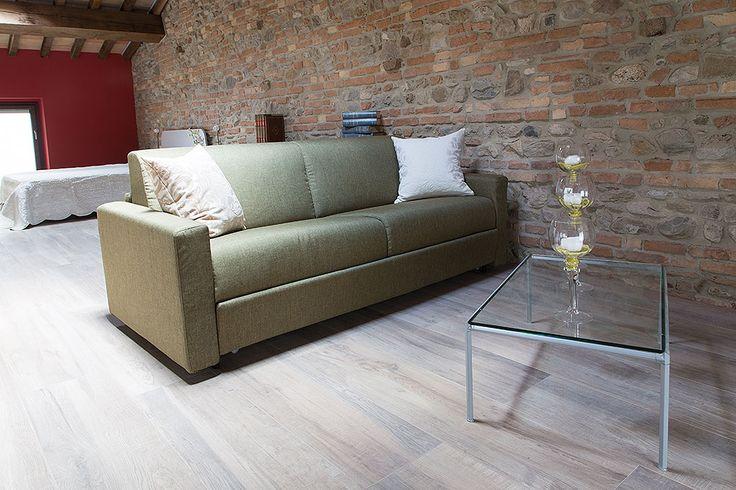 Camere comode e funzionali dotate di divani e TV a schermo piatto