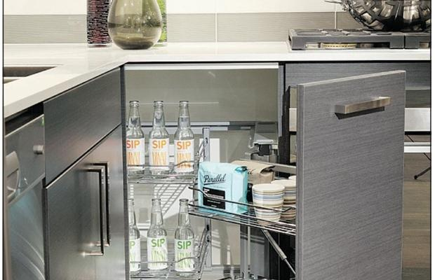 There's nothing like a well-organized kitchen. This corner shelf features a door that pulls out, bringing half of it's contents and freeing up room for you to reach inside. #organization #storage #kitchenReach Inside, Well Organic Kitchens, Organic Storage, Ideas Depas, Shelf Features, Corner Shelves, Corner Shelf, Kitchens Helpers, Bring Half