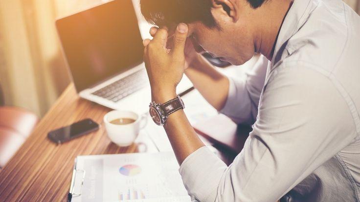 ¿Llevas unas horas delante del ordenador, te duele la cabeza y te molesta la vista? Son algunos de los síntomas del cansancio mental.
