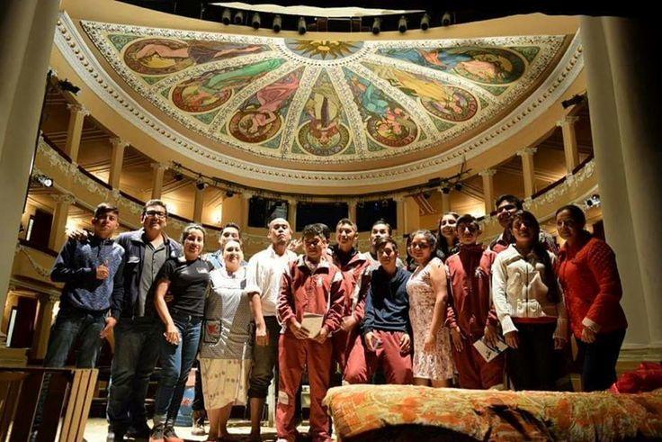 ] TAXCO, Gro. * 06 de abril de 2017. De manera exitosa, el grupo de teatro guerrerense De la Mancha lleva a cabo una gira por los estados de Oaxaca, Puebla, Ciudad de México, Tlaxcala, Morelos e Hidalgo como representante de Guerrero en la Muestra Regional de Teatro que organiza el Programa Zona...