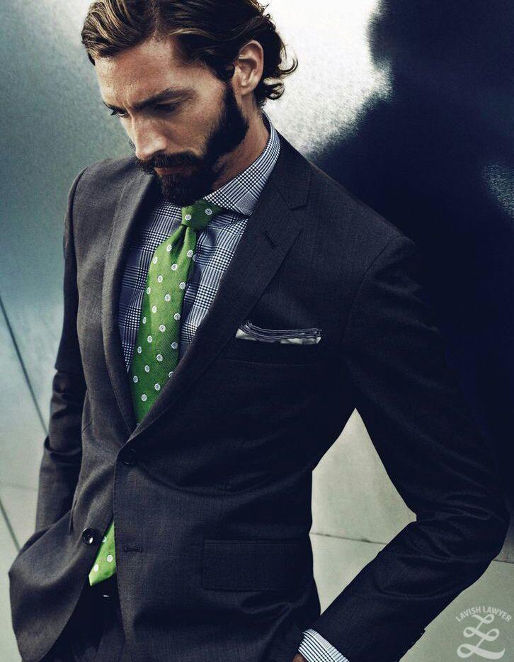 How to wear a green necktie