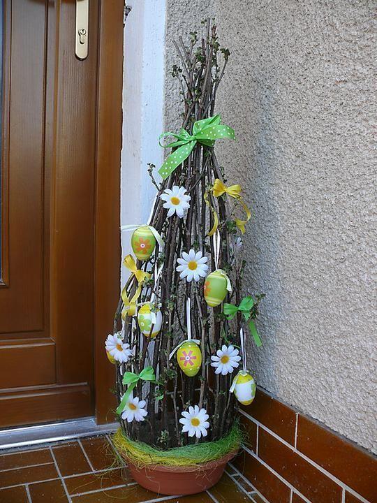 Tante idee originali per realizzare dei fantastici alberi per la Pasqua. Uno più bello dell'altro!