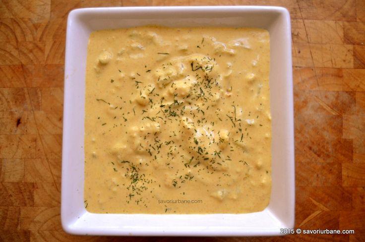 Sos de iaurt cu turmeric usturoi si castravete
