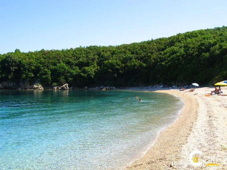 Παραλία Αυλάκι: Η παραλία Αυλάκι βρίσκεται περίπου 36 χλμ από την πόλη της Κέρκυρας. Μικρός όρμος με πολύ πράσινο και παραλία με βότσαλα. Καθώς βρίσκεται λίγο μετ...
