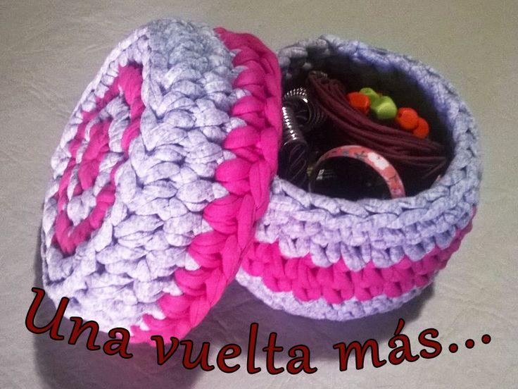 Cajita con tapa de totora o trapillo tejida al crochet