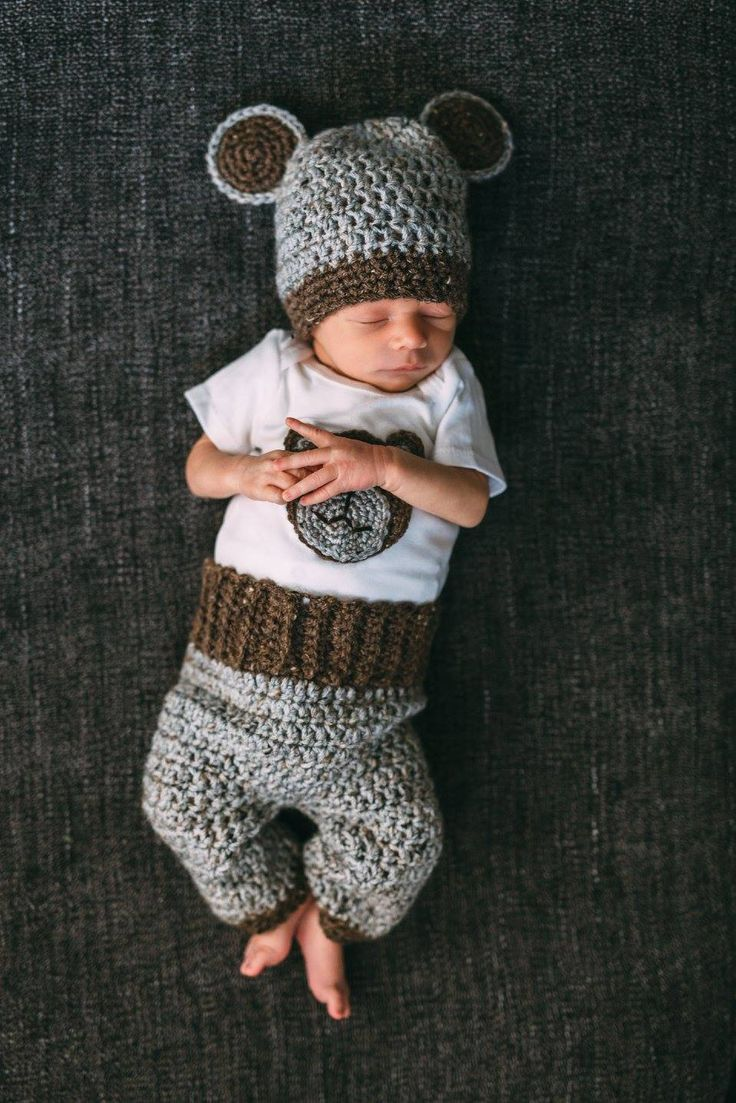 Free pattern for this adorable crochet baby bear set with pants, booties, onesie and hat, Homemade by Giggles, click for more details www.homemadebygiggles.com