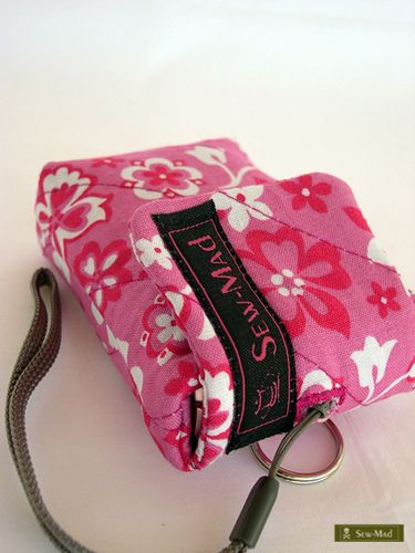 Simple and sweet camera case. I like the simple quilting in contrast to the bold print and easy open fold-over flap.