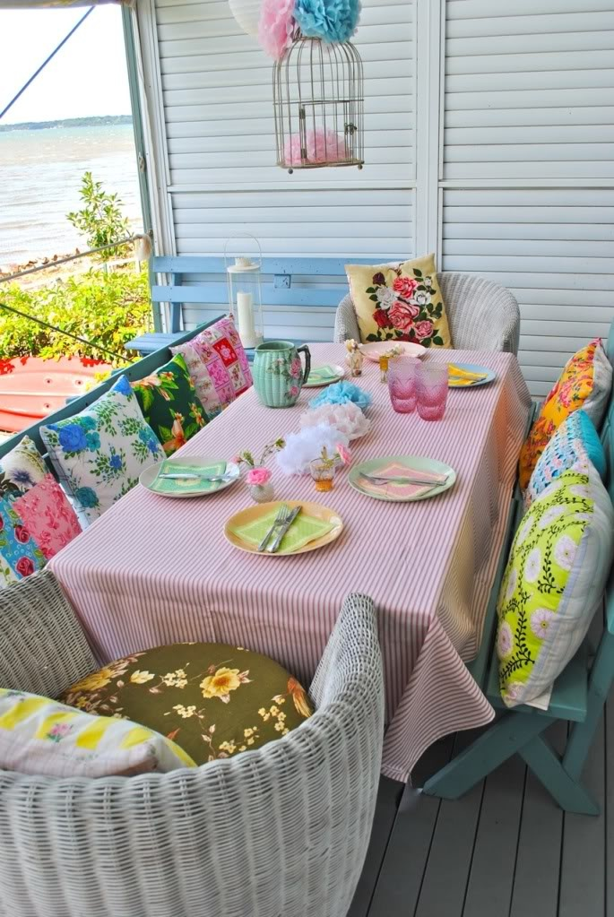 Pretty pastels: At The Beaches, Beaches House, Outdoor Rooms, Colors, Cushions, Picnics Tables, Porches, Pillows, Teas Parties