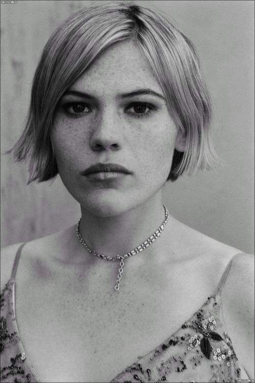 Clea DuVall Is one of the best American actresses of or time (IMHO). Check out Carnivale (TV mini-series) if you've never seen it.