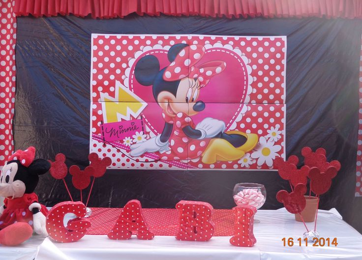 FESTA DA MINNIE - Barrado de TNT para mesa do bolo