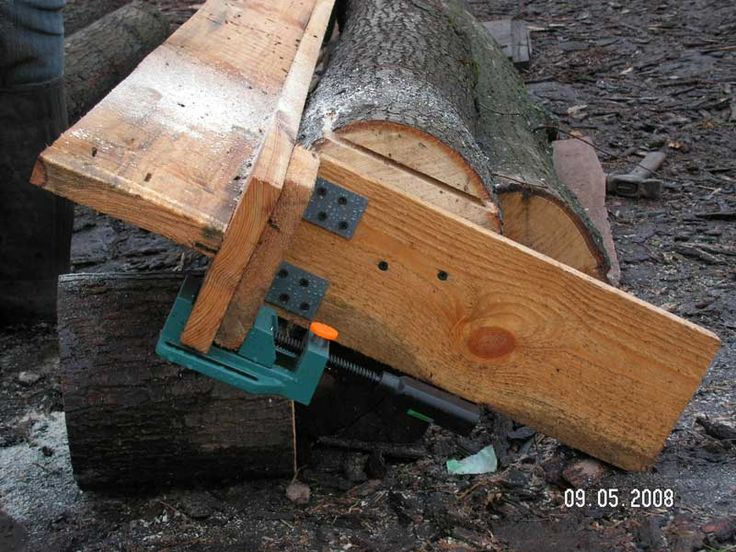 ❧ Wood mill, this is in Russian I believe. The pictures show their ingenious process for home log milling with a chainsaw. I may be trying this one this winter.