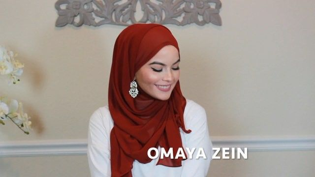 Salam Ladies!! Today I filmed a mini hijab tutorial using @urbanmodesty1 maroon hijab 😍 Make sure to check them out!! ❤️ @urbanmodesty1 #OmayaZein #hijabchamber